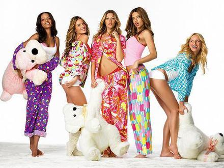 Petrecere în pijama