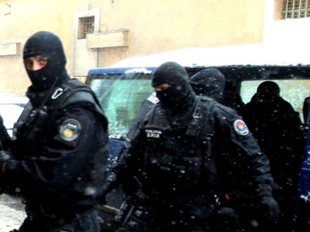 Patru chinezi, declarați indezirabili pentru terorism financiar