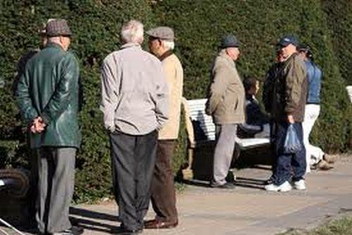 INS: Numărul pensionarilor a scăzut cu aproape 2% în trimestrul trei faţă de perioada similară din 2011