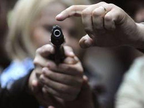 Focuri de armă în Capitală, pentru prinderea a doi hoți de mașini