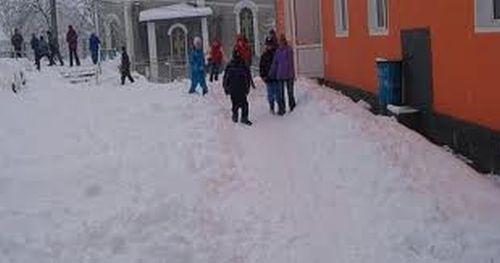 Școli închise din cauza drumurilor blocate din judeţul Vaslui