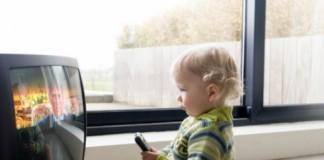 Televizorul influenţează dezvoltarea bebeluşului!