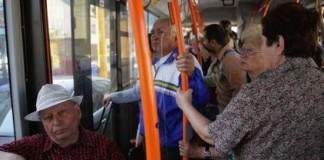 Pensionarii, veteranii și văduvele de război au, în continuare, dreptul la transport gratuit