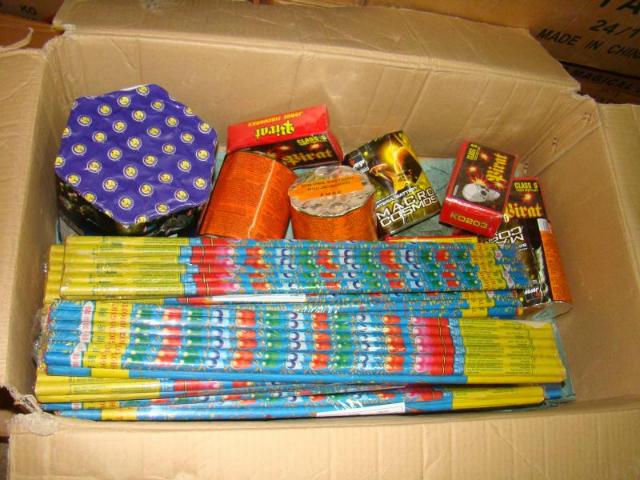 Peste 64 de tone de materiale pirotehnice, confiscate de polițiști