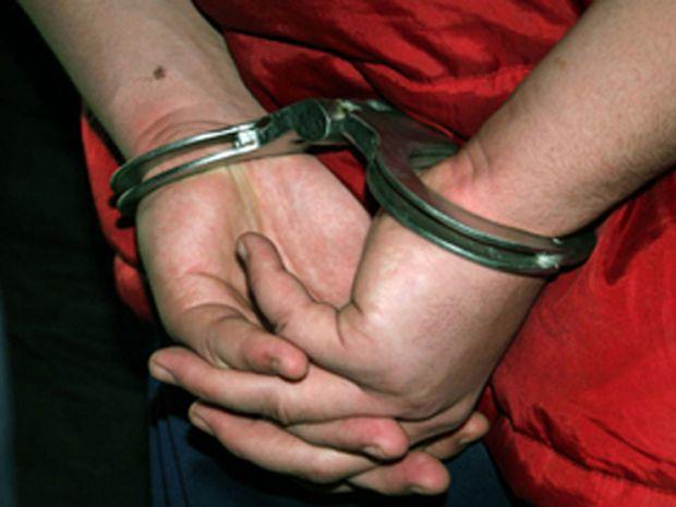 Polițist reținut pentru că ar fi cerut bani și favoruri sexuale în numele unor judecători