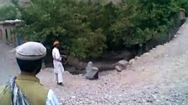 Zeci de bărbați executați în Siria, descoperiți pe malul unui râu
