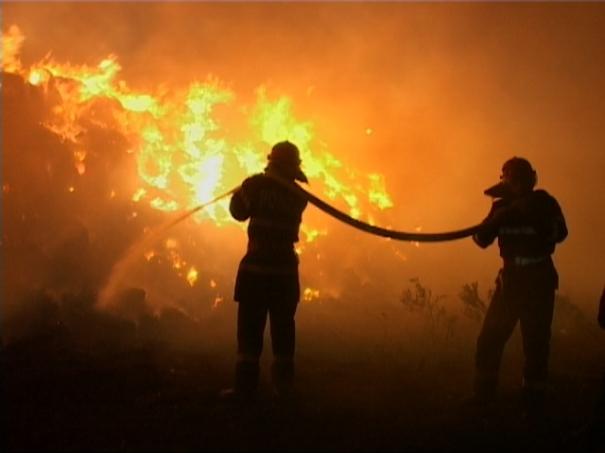 Intervenție a pompierilor la un incendiu întârziată trei ore din cauza poluării
