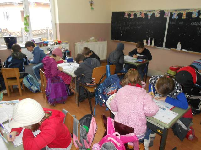 MEN şi sindicatele din învăţământ au semnat un acord privind situaţia cadrelor didactice