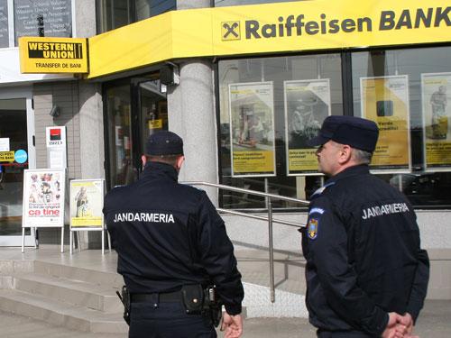 Doi suspecţi în cazul jafului de la Raiffeisen au fost prinşi