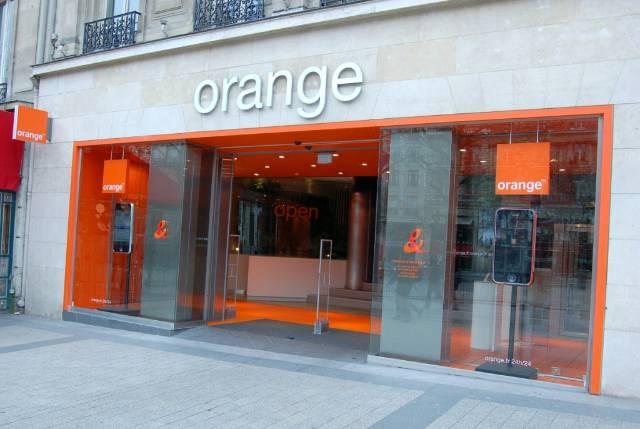 Clienții Orange își pot asigura telefonul, modemul şi tableta