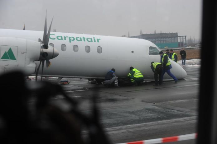 Șaisprezece răniţi, după ce un un avion Carpatair a ratat aterizarea la Roma