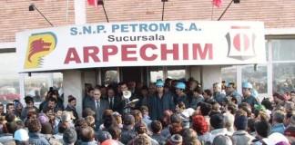 Angajații Arpechim vor protesta în fața Ministerului Economiei