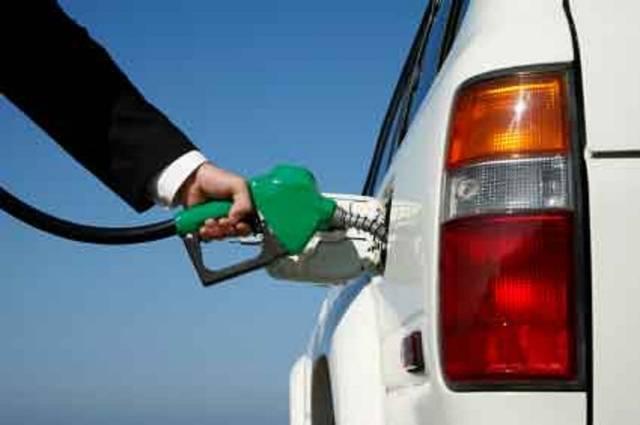 Trei bani pe litru în plus pentru motorina de la Petrom