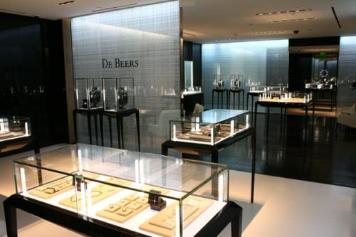 Magazin de bijuterii jefuit la Paris; paguba 3 milioane de euro