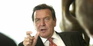 """Gerhard Schröder denunță o """"manevră periculoasă"""" a lui David Cameron privind UE"""