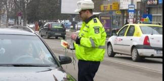 Poliţiştii de la Rutieră vor oferi mărţişoare şi flori conducătoarelor auto