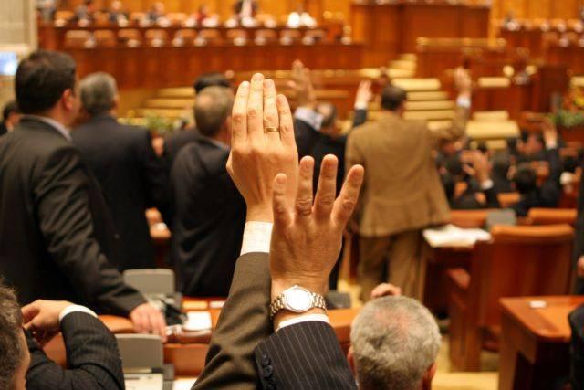Statutul parlamentarilor, contestat la Curtea Constituițională