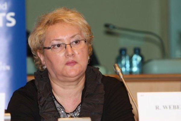 Weber cere în raportul PE interzicerea infiltrării agenţilor secreţi în redacţii