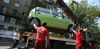 Reîncepe ridicarea mașinilor parcate neregulamentar în sectorul 3