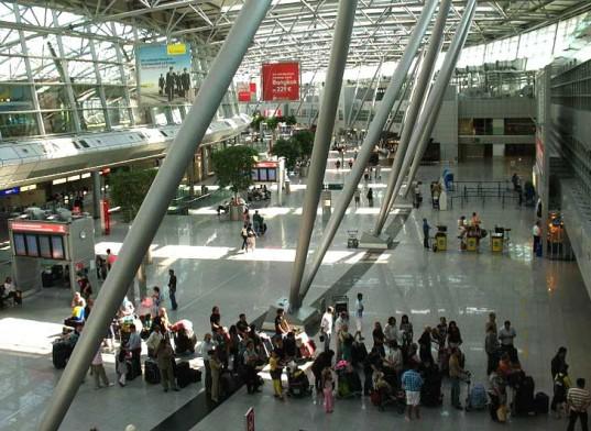 Grevă în Germania. Peste 228 de zboruri, anulate pe aeroportul din Düsseldorf