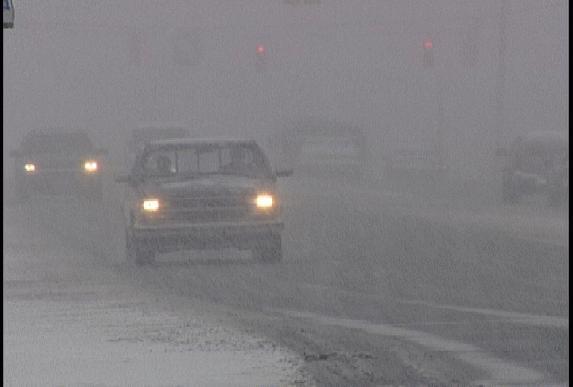 Microbuz cu români, blocat în Ungaria, din cauza zăpezii. Peste 50 de mașini implicate într-un accident