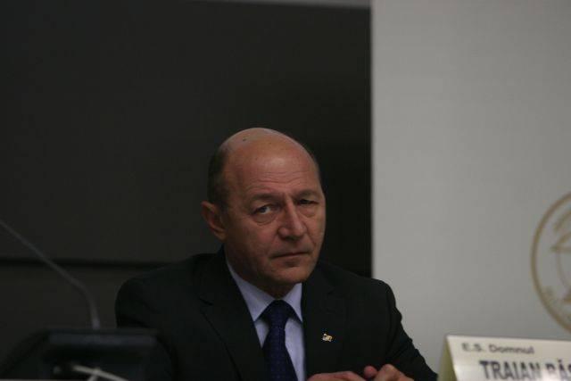 Traian Băsescu vrea să se adreseze marți Parlamentului