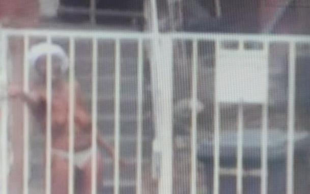 Un diplomat de la Ambasada Nigeriei la București s-a dezbrăcat în curtea instituției