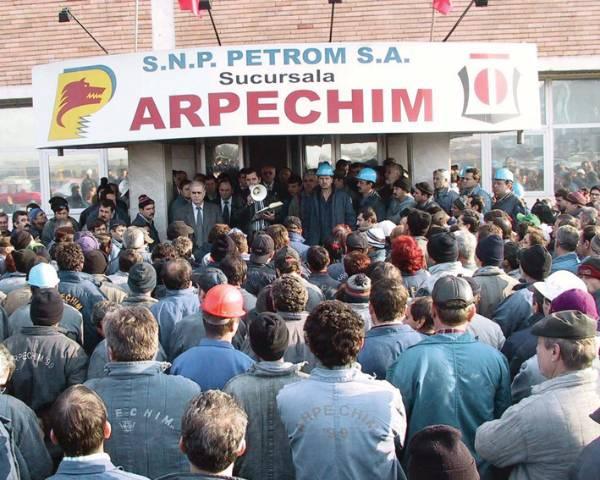 Proteste de amploare la combinatul Arpechim din Pitești