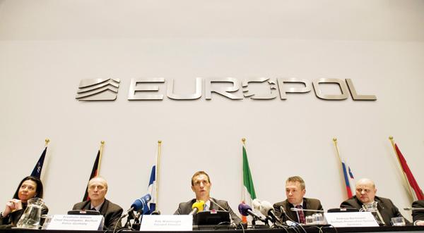 Europol anunță câte grupări de crimă organizată sunt active în UE