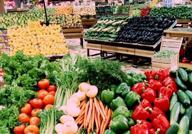 Alimentele, tot mai scumpe. Cartofii, fasolea boabe şi alte legume s-au scumpit cel mai mult în februarie