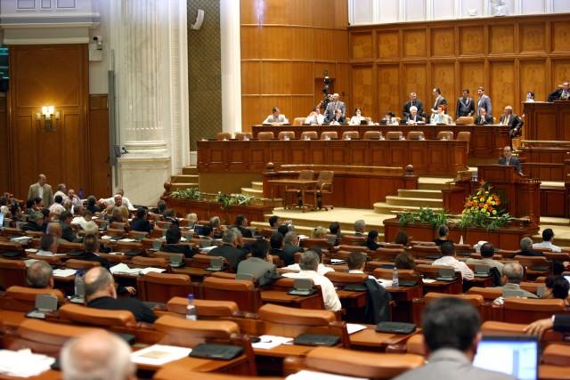 Plenul Parlamentului se reuneşte miercuri pentru a decide modificările la Statutul parlamentarilor