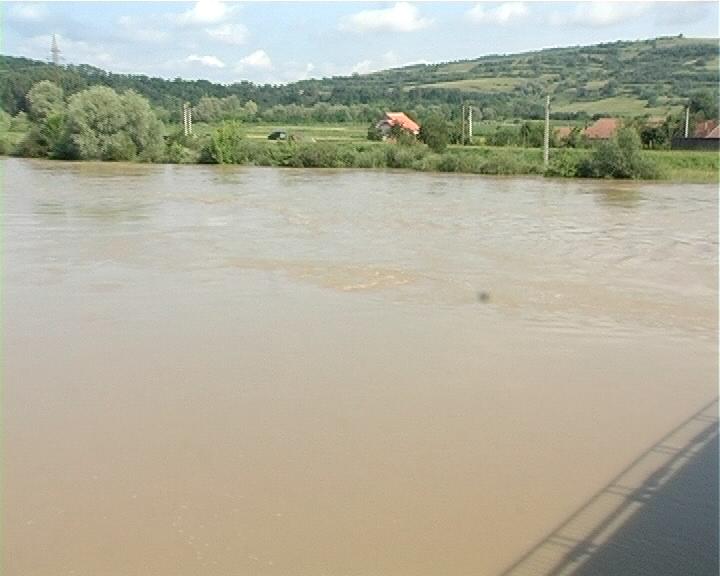Olt: 200 de hectare inundate, după ce Dunărea a depăşit cotele de atenţie