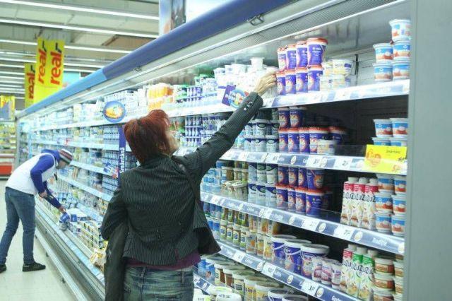 Aflatoxina lovește în consum: Doi din zece români au renunțat la lapte