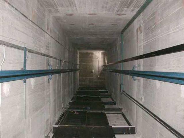 Doi răniți, după ce un lift a căzut de la nivelul etajului II la Casa Presei