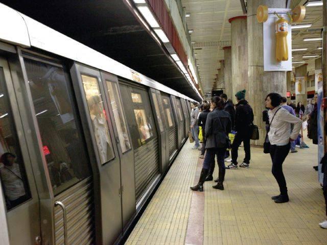 O persoană s-a aruncat în fața metroului, în stația Costin Georgian