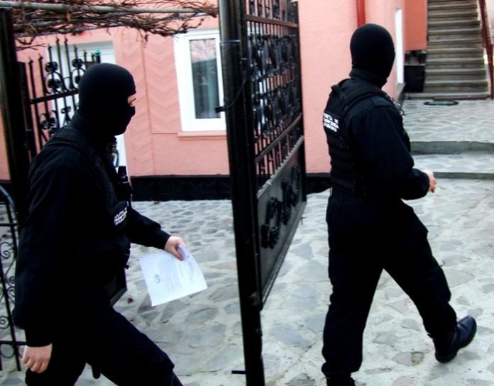 Percheziţii la administratori de firme suspectaţi de evaziune cu prejudiciu de aproape 500.000 euro