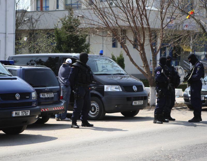 Percheziții în București la suspecții de contrabandă cu țigări. Prejudiciul, peste 200.000 de euro