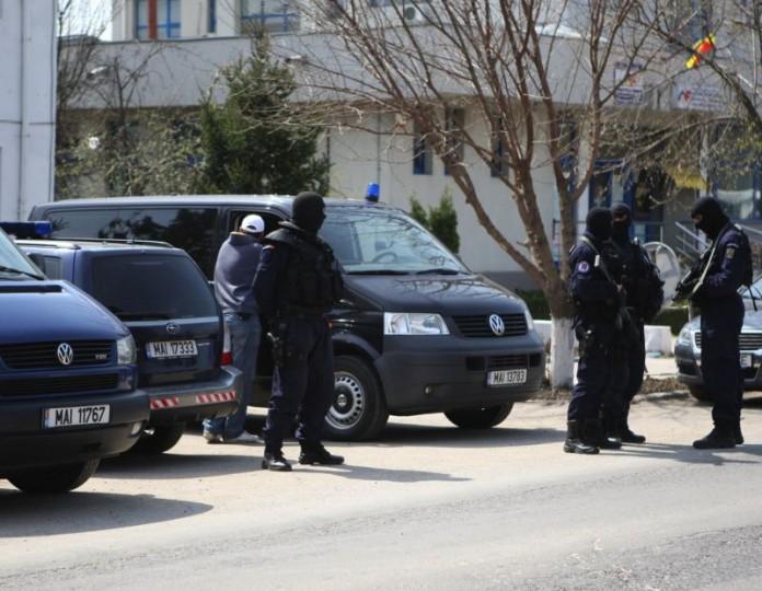 Traficanți de țigări, arestați la Brașov. Printre inculpați, consulul onorific al Iordaniei