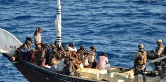 Piraţii somalezi au eliberat marinarul român luat ostatic