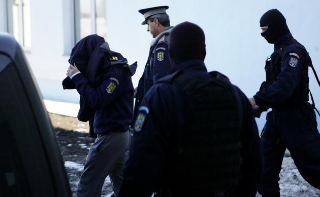 Galați: Șase polițiști, cercetați pentru trafic de influență și luare de mită