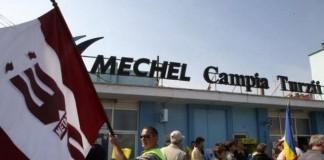 Zeci de angajați ai mechel protestează față de neplata salariilor compensatorii