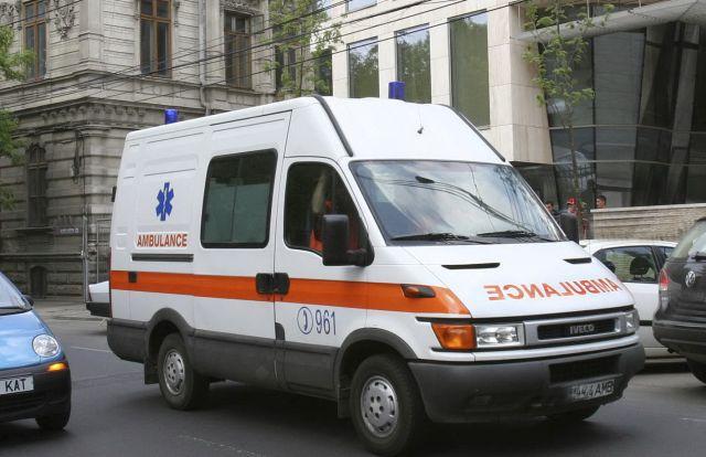 Fetiță de 9 ani lovită de ambulanță pe trecerea de pietoni