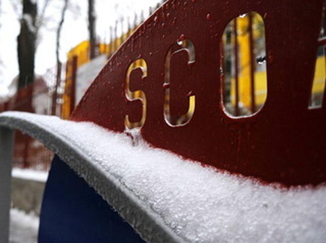 Școlile și liceele din București vor fi închise marți
