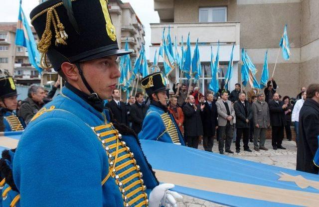 Prefectul de Covasna a somat nouă primării să îndepărteze steagul secuiesc