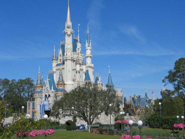 Comori ascunse in taramul Disney