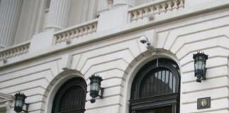 Viitorul sucursalei Bank of Cyprus din România este subiectul unor discuții dintre Banca Națională a României (BNR), acționarii instituției financiare grecești și ai băncii centrale a Ciprului. Potrivit președintelui Fondului de Garantare a Depozitelor Bancare (FGDB)