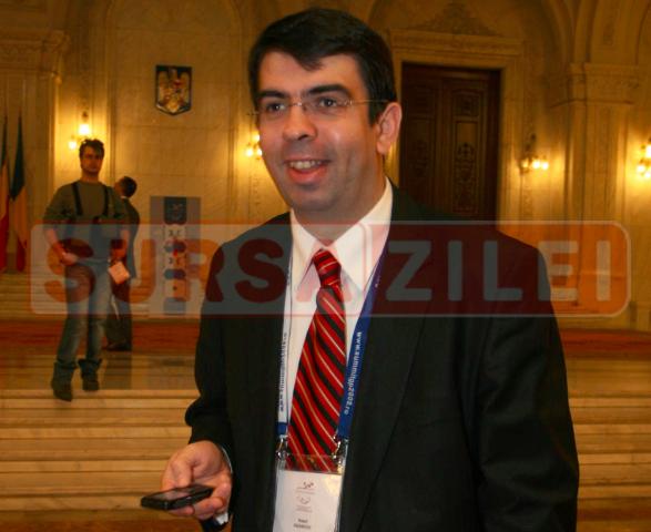 Robert Cazanciuc, învestit luni ministru al justiţiei