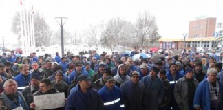 Angajații Oltchim vor protesta marți în fața Guvernului