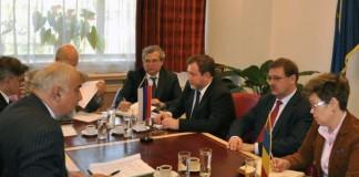"""Autorităţile ruse şi-au manifestat intenţia de a realiza o colaborare în domeniul tehnico-militar între compania rusă Tupolev şi Romaero, a transmis vineri Ministerul Economiei. """"Pe scurt"""
