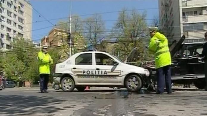 Un polițist băut a provocat un accident rutier și a fugit de la locul faptei